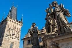 Standbeeld van de heiligen Cosmas en Damian